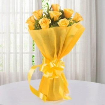 Endearing 8 Yellow Roses