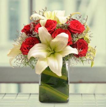 Roses n Lilies in Vase