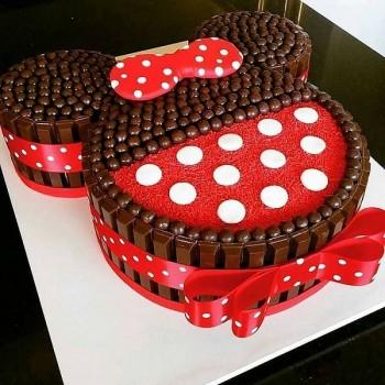 Minnie Mouse Kitkat Cake